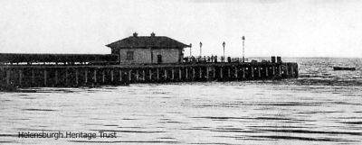 A 1925 image showing Helensburgh pier and the pierhouse.